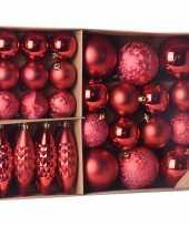 Kerstballen ornamenten pakket 31x rode kunststof kerstballen mix